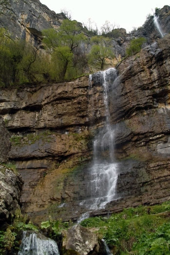 Водопадът над Бов
