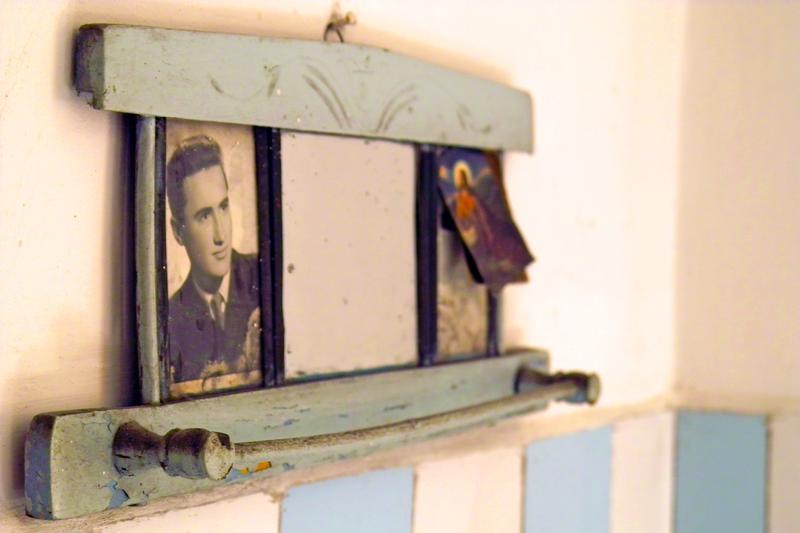 Старото огледало държи любимите образи
