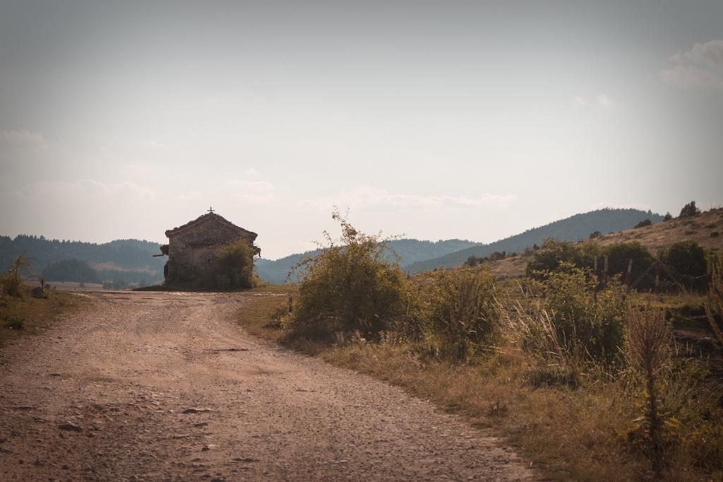 """Параклисът """"Св. Илия"""", край Добростан."""