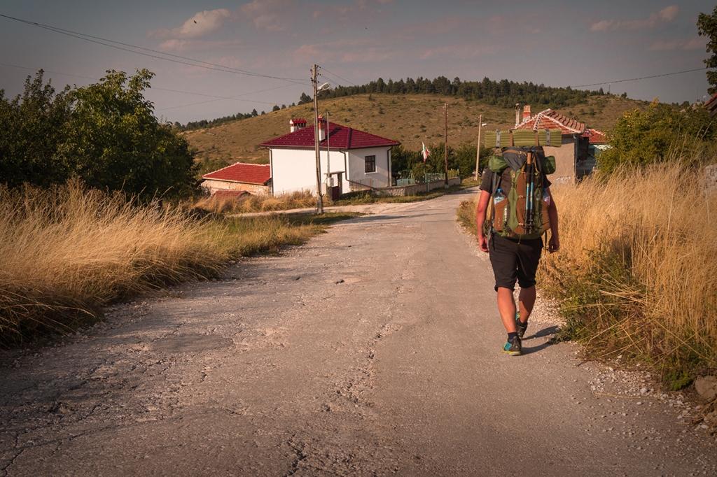 Влизаме в село Добростан.