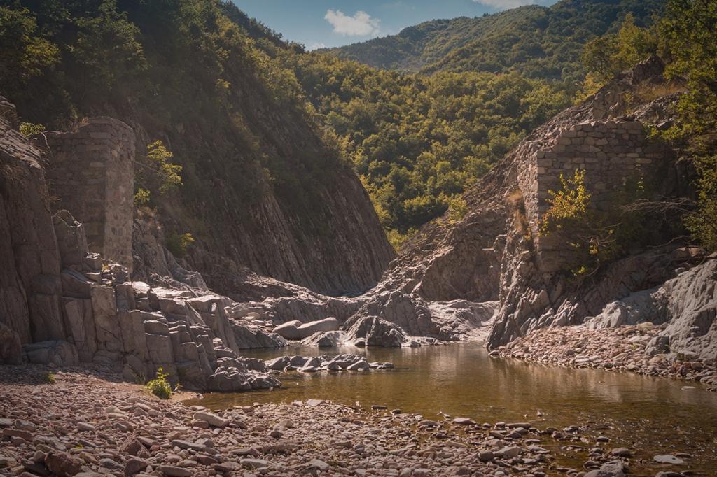 Разрушеният мост над река Боровица